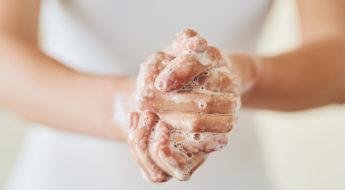 manicure-fatta-in-casa-curiamo-le-mani
