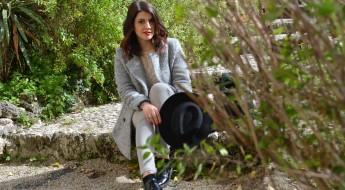 Outfit: Cappotto grigio e pois