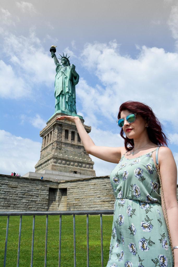 Un vestito a fiori en pendant con La Statua della Libertà