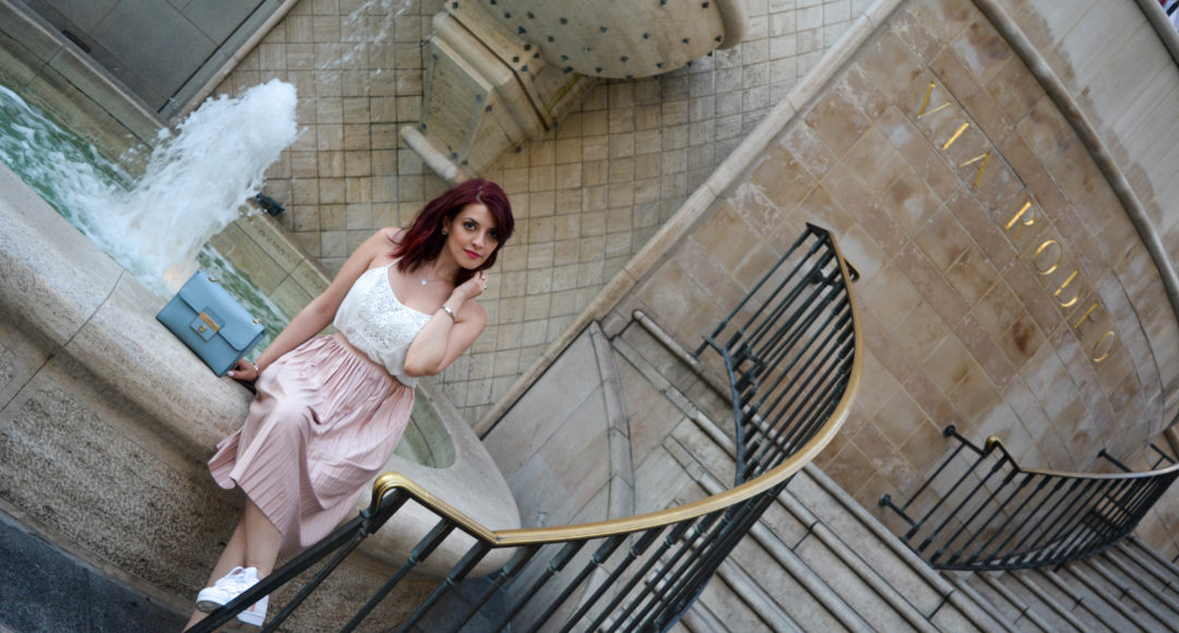 Come indossare una Midi Skirt rosa cipria