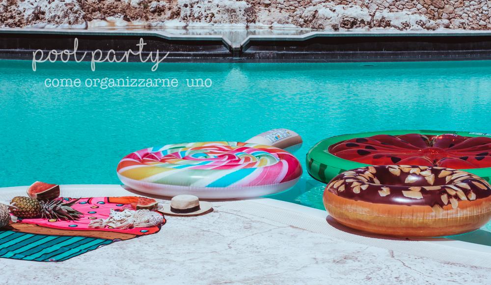 Speciale estate- pool party- in piscina con i gonfiabili