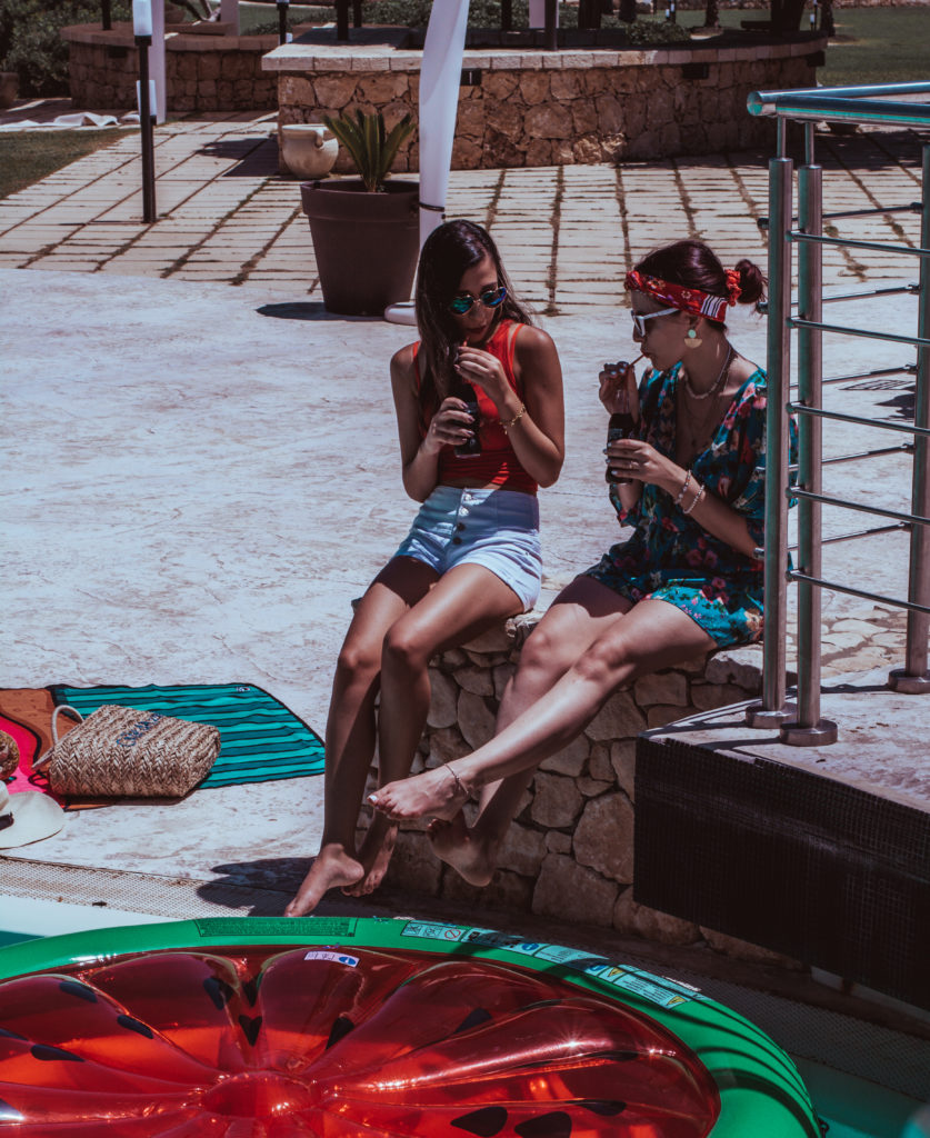 pool party, in piscina con i gonfiabili